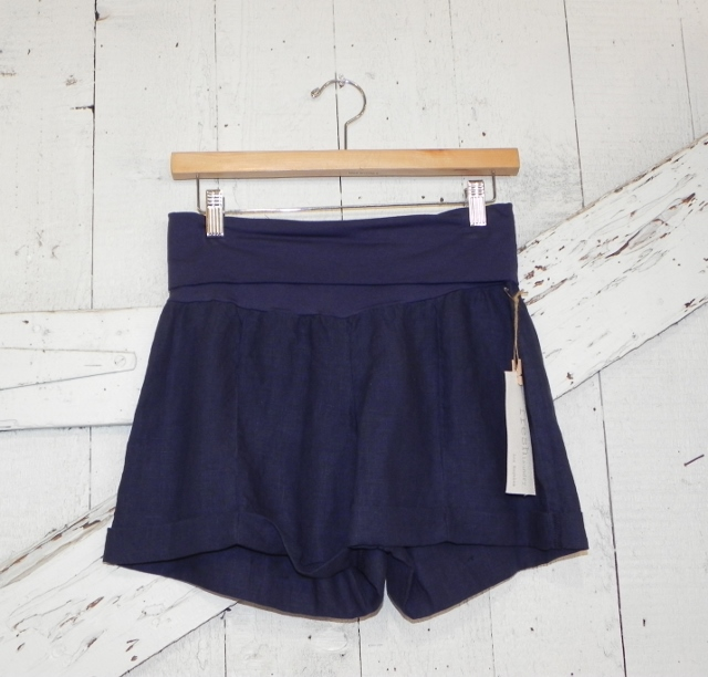 Fresh Laundry Cuffed Linen Shorts in Navy
