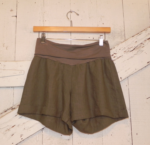 Fresh Laundry Cuffed Linen Shorts in Tobacco