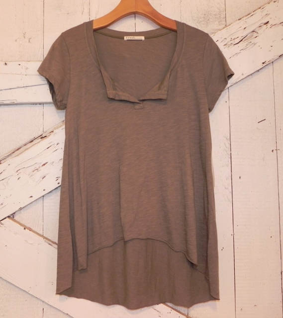 Fresh Laundry Split Neck Tee In Tobacco